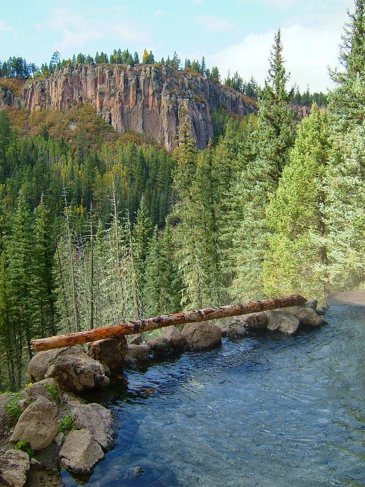 San Antonio Hot Springs New Mexico is a 10 mile out and back hiking trail in Jemez Pueblo (25 Best Hot Springs in the US You Must Soak In) // localadventurer.com