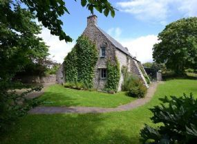 Pet Friendly Cottage Pembroke | Pembrokeshire Dogs allowed enclosed pool must be expensive