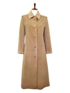 Ein eleganter #Damen #Mantel für die kalten Tage aus kostbarer #Babyalpaka #Wolle, extra lang.  Bei Ihrer Bestellung bitten wir Sie uns das Maß von Schulter zum Knöchel in der Bestellung mit anzugeben. Ein #Naturprodukt für höchste Ansprüche an Qualität und Design.