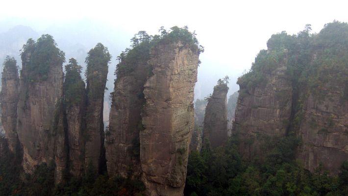 Canionul Wulingyuan (China)  20 de poze deosebite cu canioane, adevarate sculpturi ale naturii - galerie foto.  Vezi mai multe poze pe www.ghiduri-turistice.info  Sursa : www.flickr.com/photos/44124371264@N01