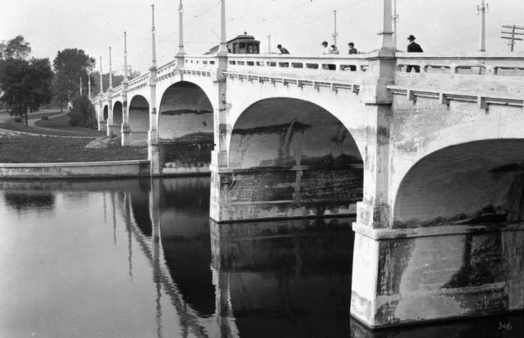 Online MIKAN no. 3358916 (1 item) Title  New bridge over Rideau Canal, Bank Street. August 1916