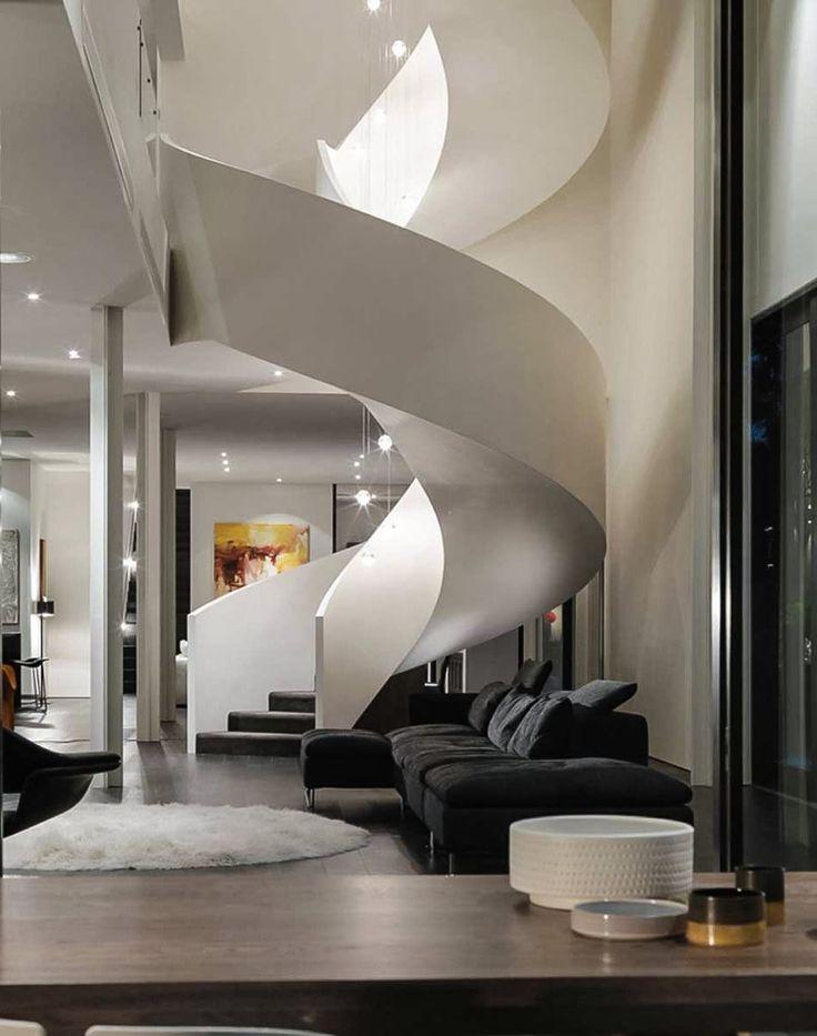 Wendeltreppe Weiß solide Geländer Luxus Pendelleuchten #modern #stairs