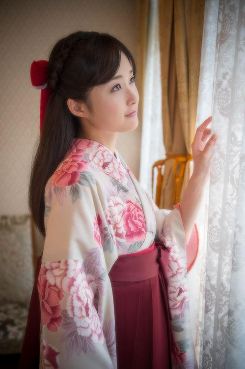 Kimono with hakama - perfect wear for a young lady graduation in Japan