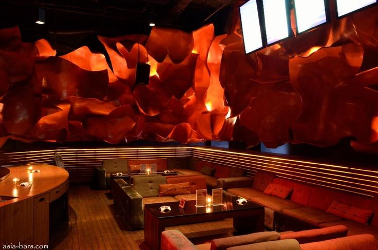 DRAGONFLY- glamorous lounge / club illuminates nightlife in Jakarta
