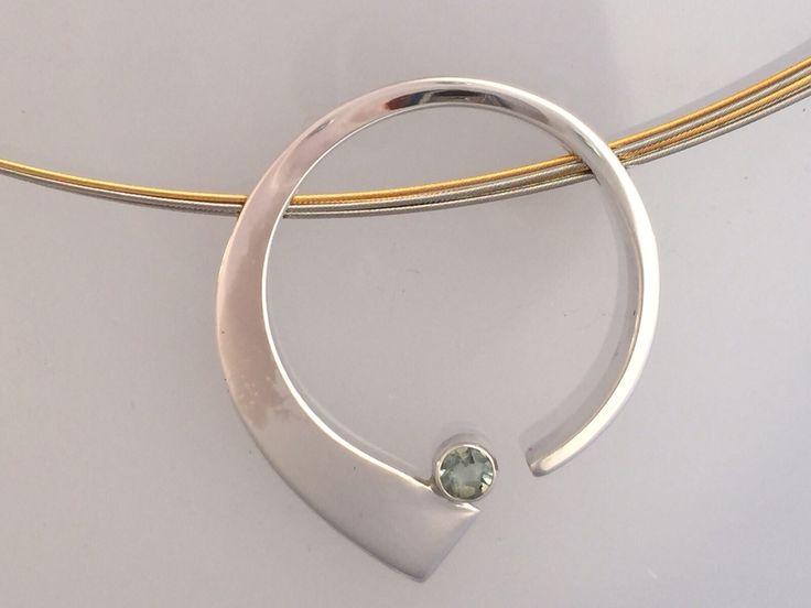 Zilveren hanger met aquamarijn aan edelstaal verguld spang