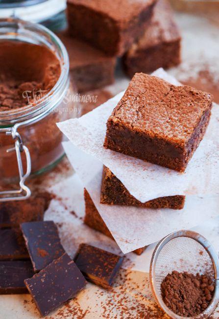 Если хочется чего-нибудь шоколадного, испеките брауни, а если хочется чего-нибудь поинтереснее обычных брауни, а вдобавок вы любите имбирь также, как и я, этот…