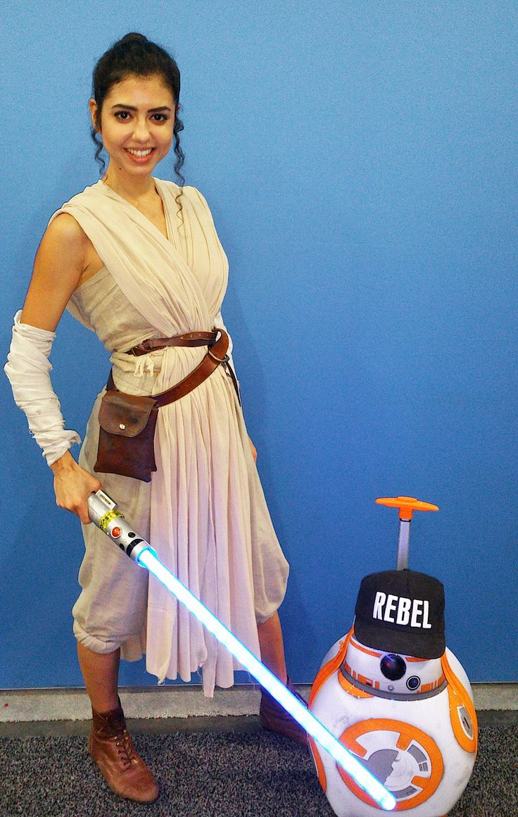 The best Disney costumes from WonderCon 2016 | Rey from Star Wars: The Force Awakens cosplay | [ https://style.disney.com/news/2016/03/29/wonderful-disney-costumes-from-wondercon-2016/ ]
