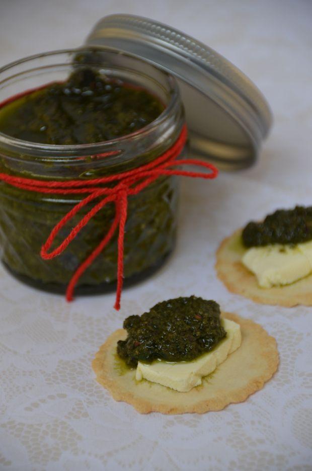 Pesto de hojas de betarraga / Beetroot leave pesto