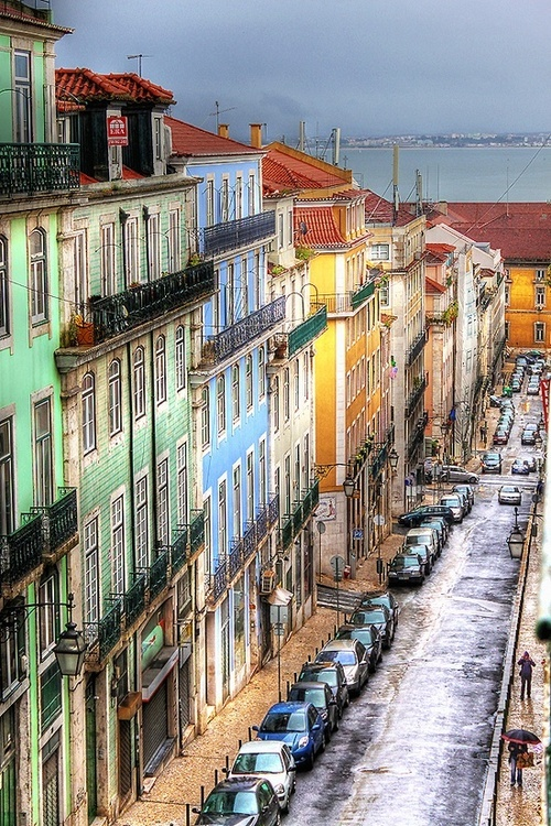 Rua da Madalena, old buildings with a view to the river Tagus | Lisboa #Portugal
