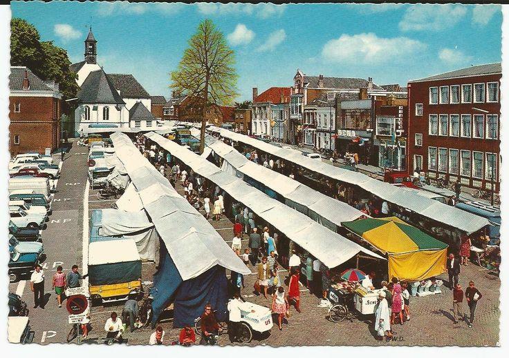 De Markt bij de Oude Kerk op het marktplein 1985.