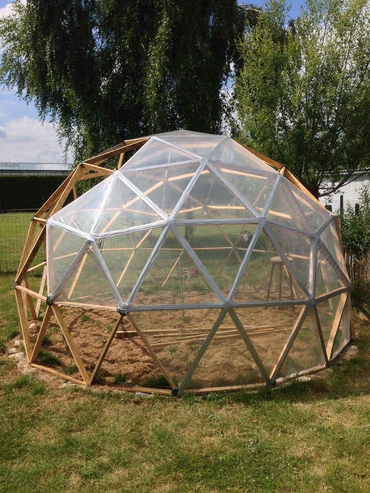 17 best ideas about geodesic dome greenhouse on pinterest for Geodesic greenhouse plans free