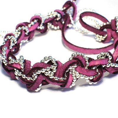 Armband av kulkedja och läderband