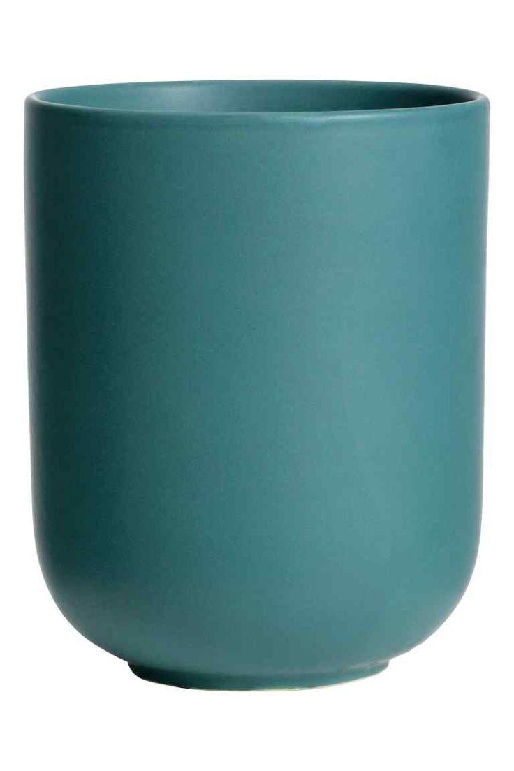 Kamionkowy kubek : Kamionkowy kubek na szczoteczki do zębów. Średnica 7,5 cm, wysokość 10 cm.