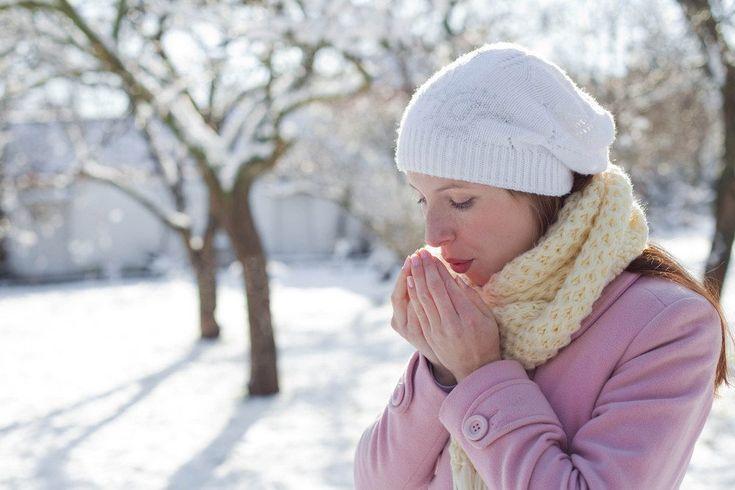 Trockene raue Hände und eingerissene Nagelhäute im Winter mit diesen Tricks behandeln. Weiche, geschmeidige Haut in der kalten Jahreszeit.
