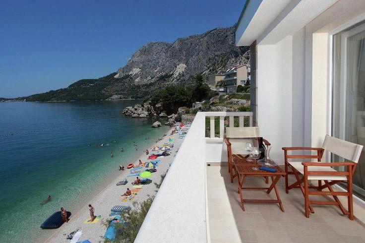 Heerlijke vakantievilla voor maar liefst 10 personen in Dalmatië. Deze prachtige woning met fantastisch uitzicht is gelegen in Podgora.