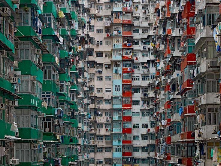 "Diaporama : ""Architecture of Density"" : Une série saisissante du photographe Mickael Wolf http://www.lumieresdelaville.net/2014/04/15/diaporama-architecture-of-density-une-serie-saisissante-du-photographe-mickael-wolf/"