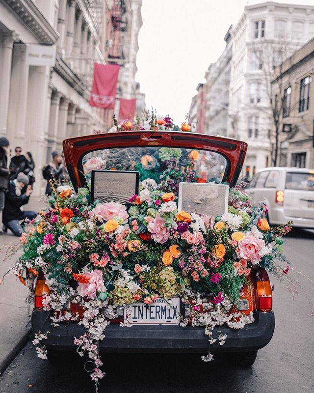 A Rainy Day In New York Bern Soho New York City Intermix Flower Car This Car Has Become Insta Famous Overnight So Of Course I Had T Flower Aesthetic Flowers Photography Beautiful Flowers