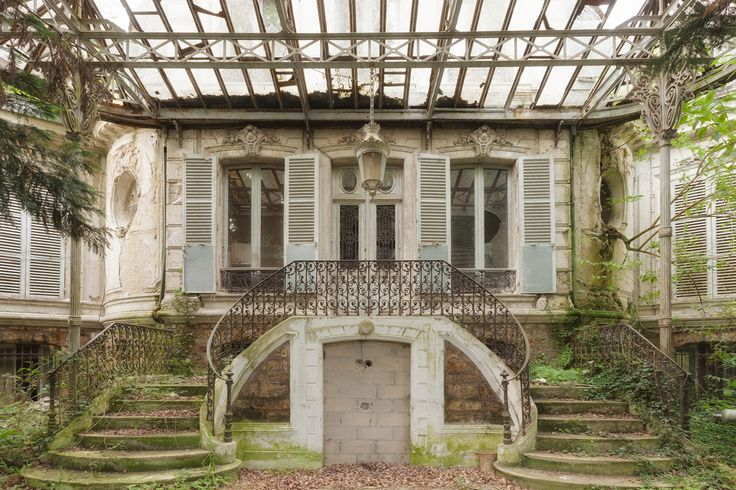 Abandoned Homes Are Surprisingly Full Of Life (Or Remnants Of It). Abandoned castle surrounded by villas photo by Martino Zegwaard