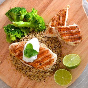 Gegrilde kip met ras el hanout + bulgursalade. Oh yeah!   Ook maken? Doe mee en win een van de vijf pakketten met gezonde maaltijdproducten van Zonnatura! Zo doe je dat: - Like Zonnatura & Foodness op Facebook - Reageer op dit bericht en tag of noem de persoon voor (of met) wie jij deze maaltijden gaat maken - Kijk voor meer info op http://foodness.nl/recipe/detail/605_bulgursalade_gegrilde_kip_win_pakket_gezonde_maaltijdproducten   Succes!