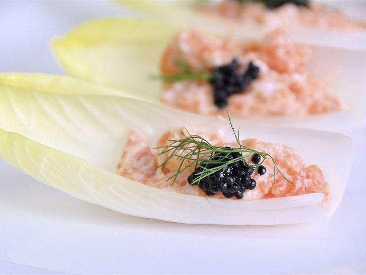 Mousse de salmón ahumado con barquitas de endibia