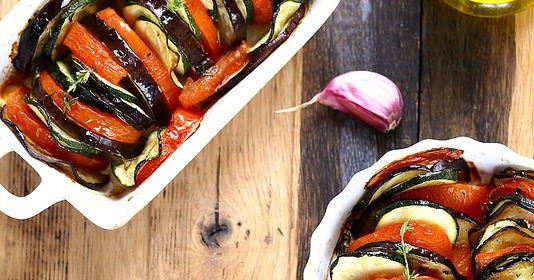 Tian de légumes    Le  tian de légumes (tomates, aubergines et courgettes) est un incontournable de l'été et de la Provence. Hymne aux bo...