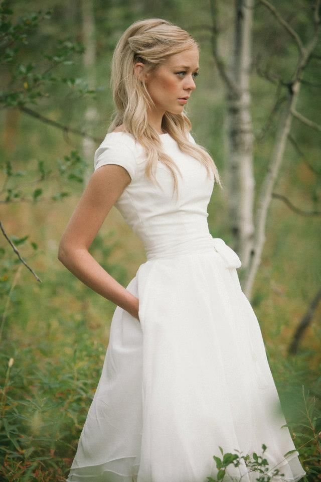 Simple short sleep white wedding gown. Perfect for spring!
