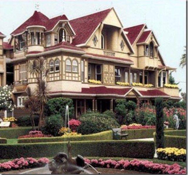 La casa de winchester                        La Mansión Winchester es una mansión ubicada en San José, California. Esta mansión consta de 4'5 acres (24.000 m²). Fue la residencia de Sarah Winchester, la viuda de William Wirt Winchester. La casa estuvo en constante construcción durante 38 años, hasta que Sarah falleció. Pagó aproximadamente 5.500.000 dólares de 1922, lo que equivaldría a 71 millones de dolares de hoy.