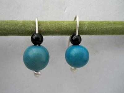 Silver short drop earrings with onyx and blue vegetable ivory nuts by NataliaNorenasilver on Etsy
