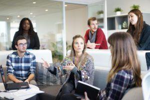 #karriercoachmegoldasok  Bizonyára tapasztalod, hogy vezetőként speciális látásmóddal és eszköztárral kell rendelkezned ahhoz, hogy sikered töretlen maradjon. Lehetetlen felsorni minden témát ami egy vezetőt foglalkoztathat, ezért itt most néhány példát emelek csak ki a lehetségesek közül. Szakmai vezetés vagy people management? Esetleg  Read more…