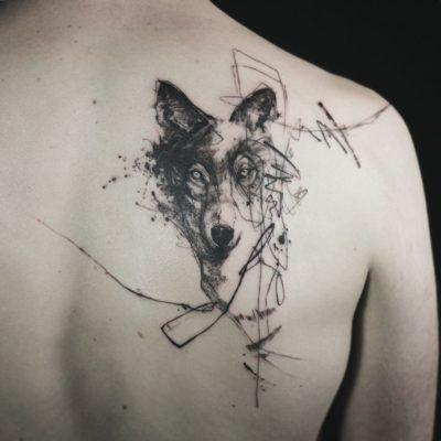 Tatuagem feminina nas costas: 200 fotos apaixonantes (a 90 é INCRÍVEL!) | Tatuagens de animal de estimação, Tatuagem de lobo no antebraço, Tatuagem de lobo geométrico