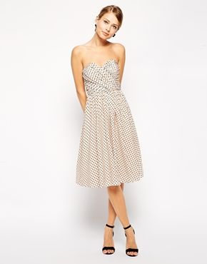 This would be so pretty to wear to a spring/summer wedding.