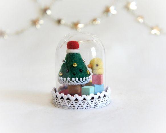 ハンドメイドクリスマス2013カプセル(市販品をアレンジ)に入っているツリーとひよこ(羊毛フェルト)です♪ツリーにも顔がついています。すべて固定してあります。...|ハンドメイド、手作り、手仕事品の通販・販売・購入ならCreema。