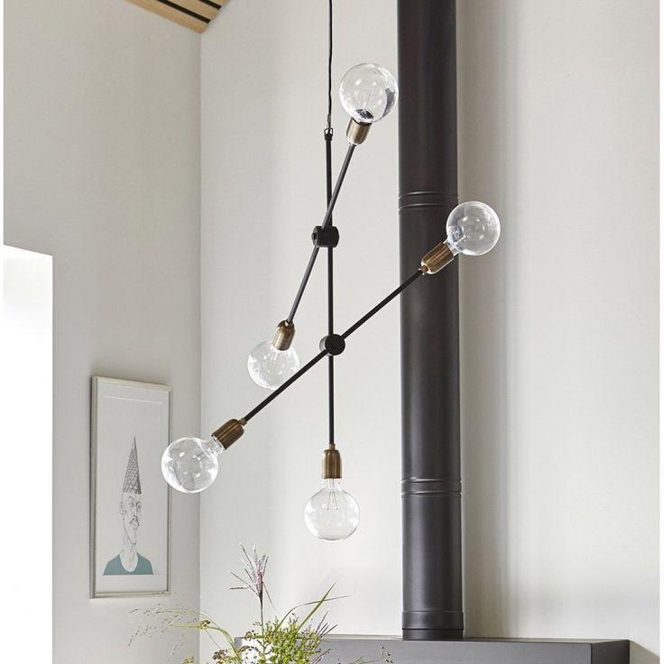 Cu care lampa suspendata v-ati decora camera? Cu una in forma de diamant sau cu una in forma de glob cu sticla?