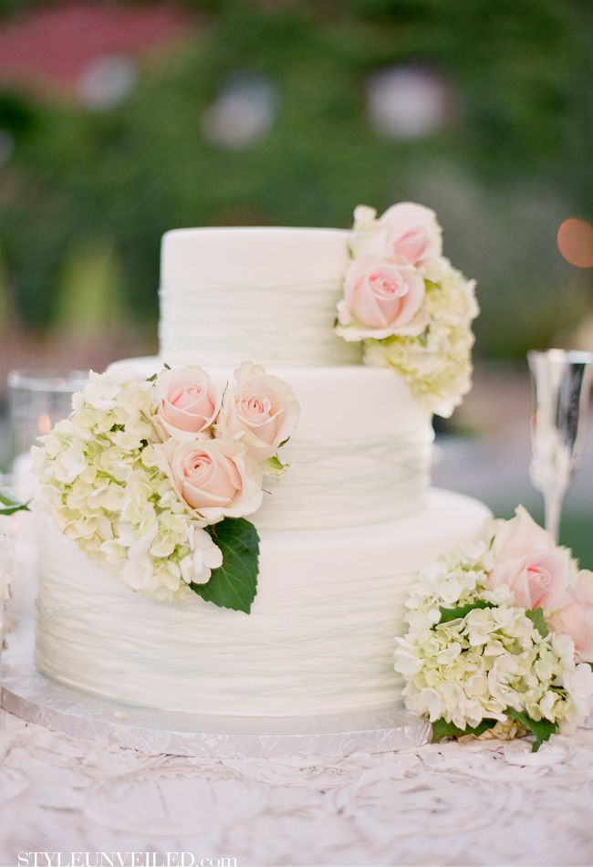 Flower Placement For A Wedding Cake Love This