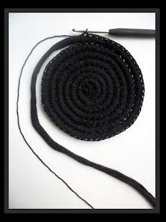 DulcesAmigus: Patrones con trapillo (28): bolso tipo saco con crochet