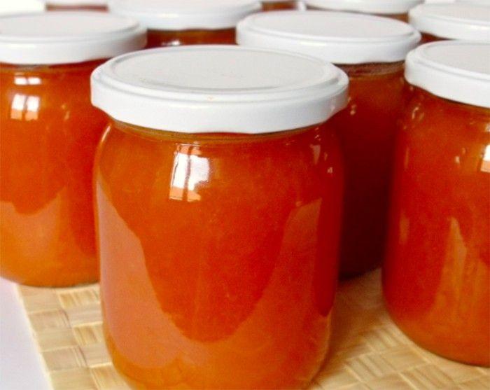 Z této dávky vyšlo 10 kusů 540 ml skleniček. Pokud máte doma zralé meruňky, určitě je zpracujte na marmeládu. Meruňková marmeláda se hodí do koláčů, ale i na chlebíček s máslem. Do této marmelády se přidává i vanilkový cukr, dodá marmeládě mnohem lepší chuť. Nejlepší je však domácí, do obyčejného cukru vložíte zrníčka lusku, pak i celý lusk a necháte stát cca 1 týden.