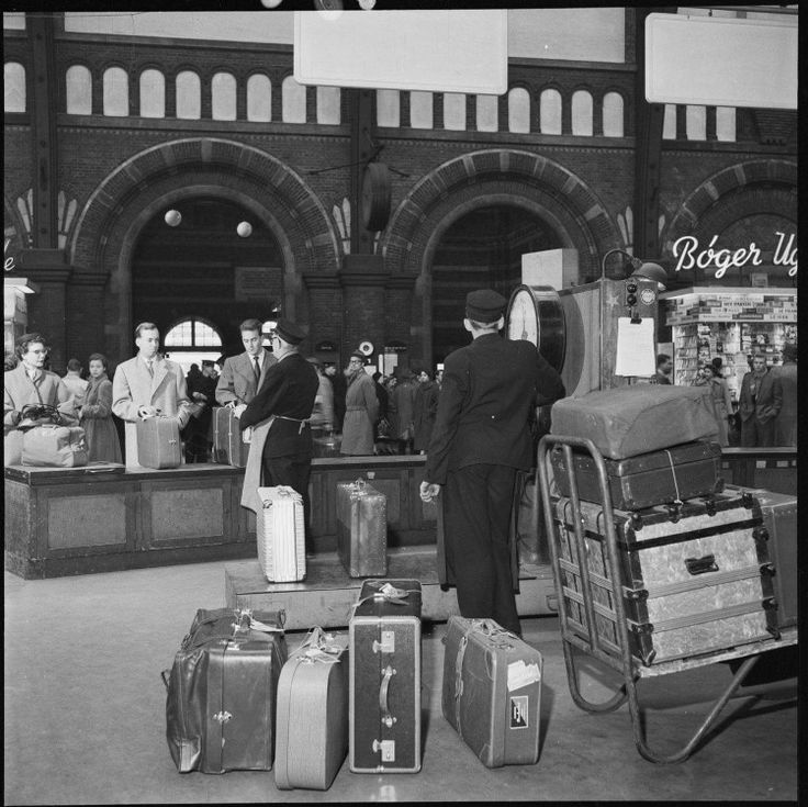Hovedbanegårdens afgangshal 1955. Foto fra Jernbanemuseet.