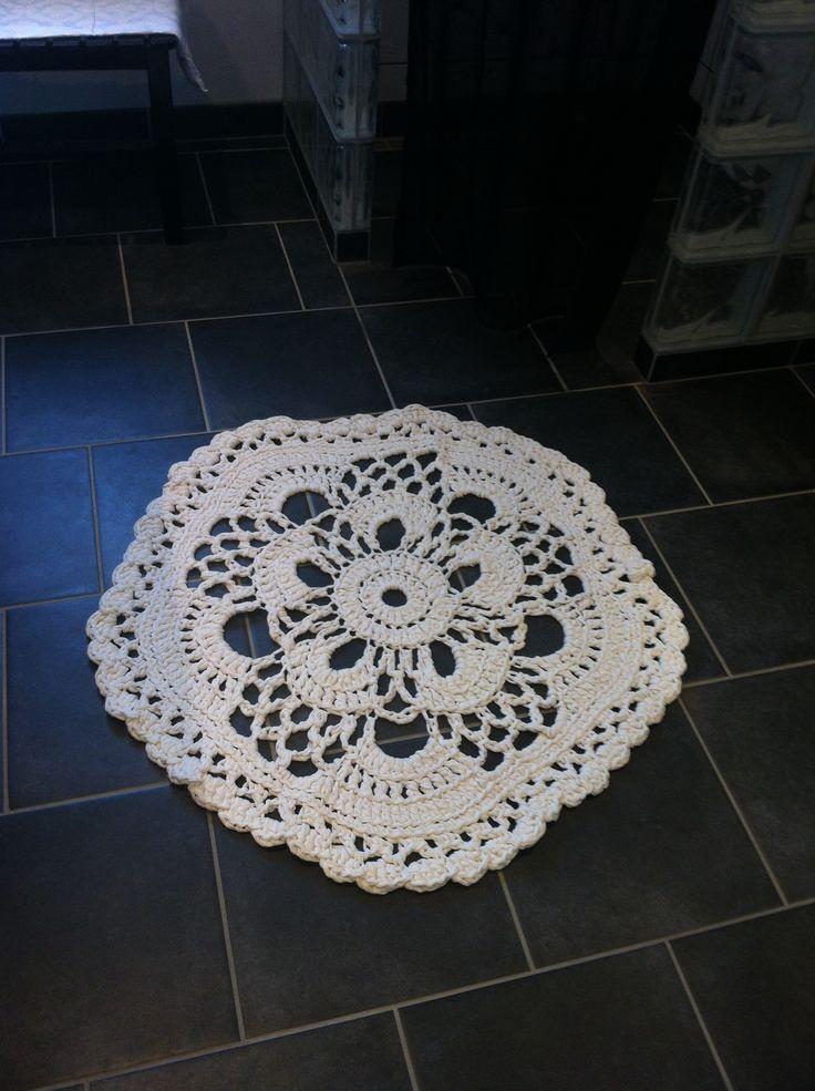 Crochet rug  Hæklet tæppet til badeværelset..