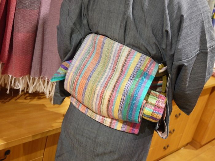 """""""さをり織り""""でしっかり織られた名古屋帯。  温かみが伝わってきます。"""