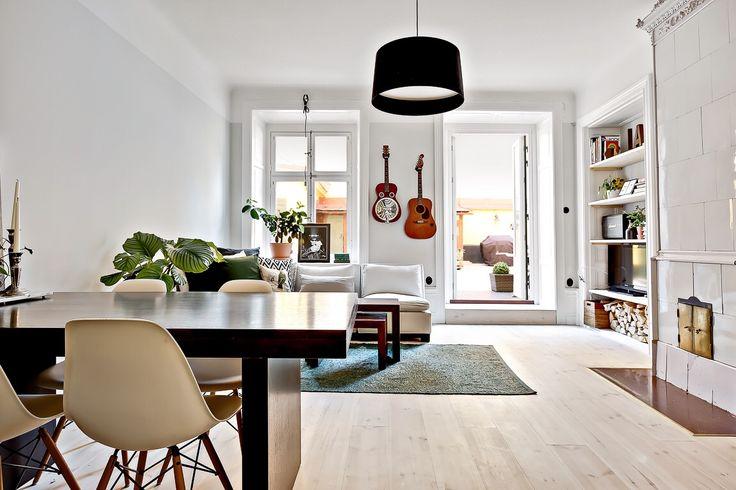 Livingroom  Väggar strong white Farrow&ball