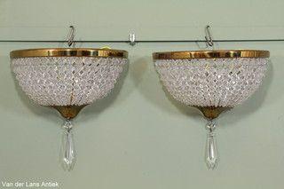 Stel klassieke wandlampen 25073 bij Van der Lans Antiek. Bekijk al onze exclusieve lampen op www.lansantiek.com