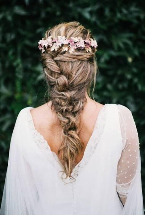 peinados-medievales-con-flores | enchanted weddings | long bridal