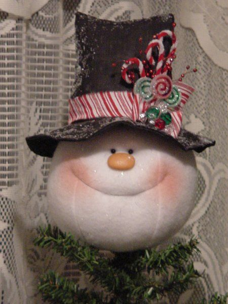 Adorable Snowman Charlie is a Tree Topper. He is so fun to make and to have on the top of your tree ... pattern