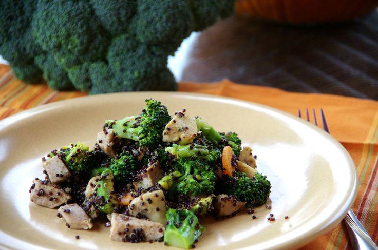 komosa ryżowa z indykiem, brokułem i avocado