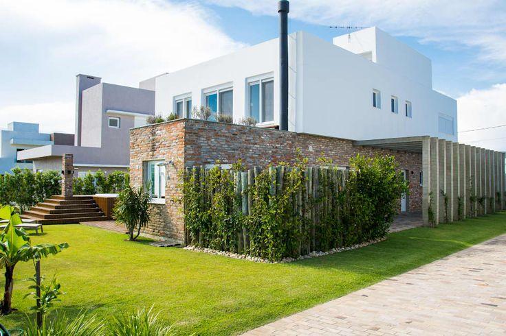 Projekty, nowoczesne Domy zaprojektowane przez SBARDELOTTO ARQUITETURA