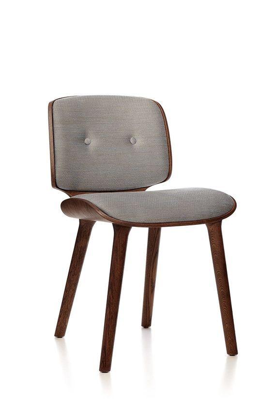 Wat: Nut stoel Ontwerper/fabrikant: Marcel Wanders, Moooi Herkomst: Nederland Materiaal: Hout, Stof Prijs: € 837,99  Toch wel een van mijn favorieten, de Nut stoel. Het ranke eigentijdse uiterlijk maakt de stoel bijzonder om naar te kijken.