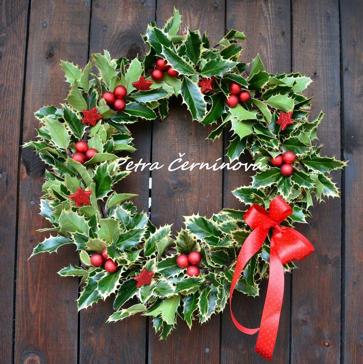 Vánoční věnec...s cesmínou Velikost 40 cm.