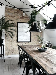 Salle à manger esprit industriel , j'adore la guirlande lumineuse noire | Industrial style Dining room