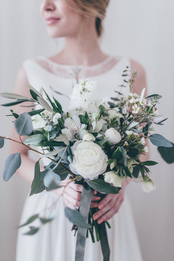 White & Green Bouquet | Bridal Separates From Atelier Twardowska | Delicate Botanical Shoot | Images by Paulina Weddings | http://www.rockmywedding.co.uk/delicate-botanical-shoot-gorgeous-bridal-separates/