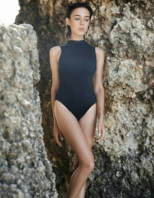 Nothing says more summer than a new swimsuit! This is from Makarawear, a turtle neck surf swimsuit with zipper. Also available in oceanblue. #sofo #sofopopup #popupandshowroom #popupstore #popupshop #katarinabangata44 #makarawear #swimsuit #ss16 #springsummer16 #swim #oceanblue #shoppinginsofo #shoppinginsödermalm #shoppinginstockholm #swedishsummer #makara #buyonline #surferswimsuit #shoponline #welcometoourshop #linkinbio #weareopen #scandinaivian #nordic